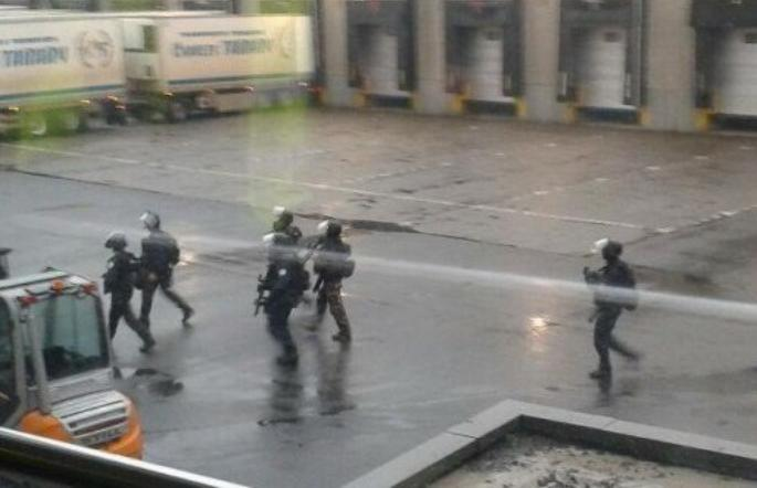 Attentat de Charlie hebdo : Prise d'otage dans un entrepôt
