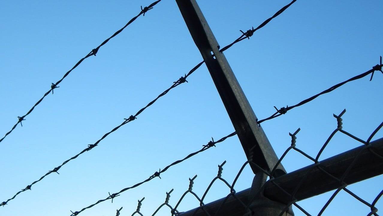 barbelé prison iran